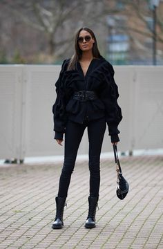 Fashionista Black Combat Boots Don't Let Your Roof Repairs Go Sky High! Combat Boot Outfits, Combat Boots Style, Black Combat Boots, Cute Casual Outfits, Stylish Outfits, Fashion Outfits, Girly Outfits, Fall Outfits, Fall Fashion Trends