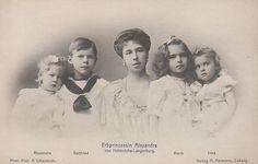 Prinzessin Alexandra von Hohenlohe - Langenburg, Prinzessin von S-Coburg Gotha mit ihren Kindern | Flickr - Photo Sharing!