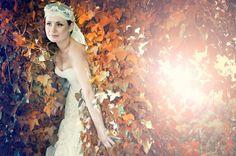 Look de novia romántico y bohemio. Mar, con vestido de novia YolanCris de la colección Bohemian Luxury. #dreamy #romantic #wedding #bride #vintage