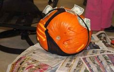 My parents won a pumpkin carving contest last year. Laugh your self out with various memes that we collected around the internet. Funny Pumpkin Carvings, Halloween Pumpkin Carving Stencils, Pumpkin Carving Contest, Pumkin Carving, Halloween Pumpkins, Halloween Crafts For Kids, Diy Halloween Decorations, Paper Halloween, Halloween Makeup