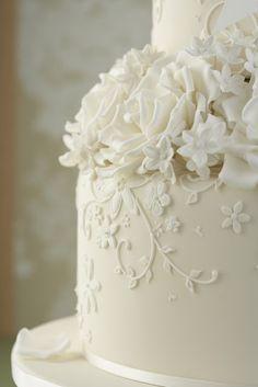 Wedding Cakes Buttercream Elegant Flowers 70 New Ideas White Wedding Cakes, Cool Wedding Cakes, Beautiful Wedding Cakes, Wedding Cake Designs, Wedding Cake Toppers, Beautiful Cakes, White Cakes, Elegant Wedding, Buttercream Wedding Cake