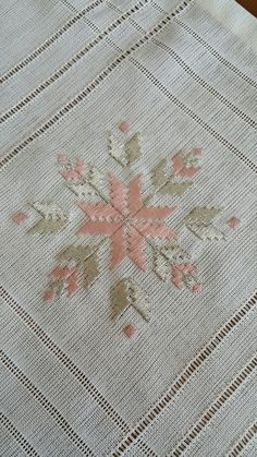 Imagem relacionada Hardanger Embroidery, Beaded Embroidery, Embroidery Stitches, Blackwork, Needle Lace, Needle And Thread, Embroidery Designs, Drawn Thread, Bargello