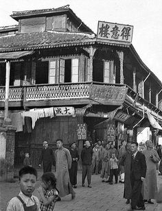 old shanghai city street  - photo by Walter Arrufat (1920-2007)