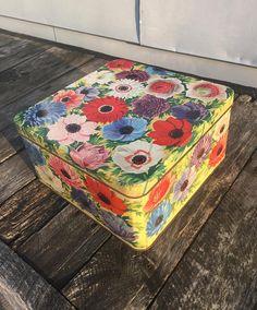 Large Square Tin Box Poppies Yellow Red Pink Blue  Peek Frean