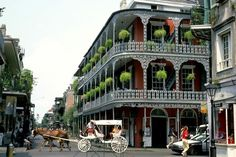New Orleans - French Quarter - Click image to find more Travel Pinterest pins