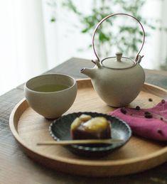 丸ぼん (クルミ) ki-to-te前田充|うつわのセレクトショップはれいろはれや|和食器、木のうつわ、おぼん、トレー、お茶、和菓子、土瓶