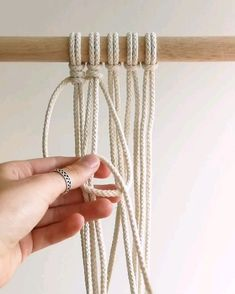 diy videos The vertical clove hitch knot is a beautiful macrame knot to add lots of texture to your designs! With this easy to understand video tutorial you will master this knot in a sec check our etsy shop for more diy macrame patterns! Macrame Design, Macrame Art, Macrame Projects, Micro Macrame, How To Macrame, Macrame Thread, Sewing Projects, Macrame Wall Hanging Patterns, Macrame Plant Hangers