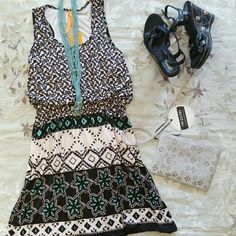 Tribal print dress Size: medium Tribal print dress Size: medium  Measurements: Length 34 inch, Pit to pit 19 inch Condition : new with tags  Stretchy material Dresses Midi