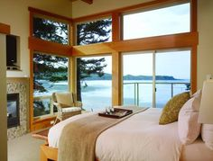 Pacific Sands Beach Resorts Ltd. Tofino (British Columbia) This beachfront resort on Cox Bay features daily surf lessons and bicycle rentals. A full kitchen is available in every accommodation and the Pacific Rim National Park is 1.5 km away.