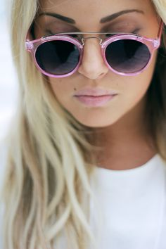 love these pink sunnies