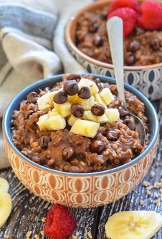 Healthy Chocolate Instant Pot Steel Cut Oats - One of 30 delicious vegan meal prep recipes in this roundup! Easy Clean Eating Recipes, Vegan Recipes Easy, Delicious Recipes, Vegetarian Recipes, Free Recipes, Chocolate Oatmeal, Healthy Chocolate, Chocolate Chips, Chocolate Recipes