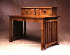 Oak Park Writing Desk - Like the stain and the quarter sawn oak - El Dorado Woodworks, Houston