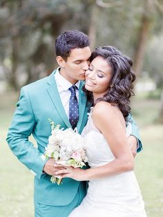 Yes this #bride is beautiful but check out the color on this #groom's suit! I Brian LaBrada Photography I #groomstyle #groomsmen