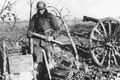 """French artillery soldier during the """"drôle de guerre"""" or """"Sitzkrieg""""."""