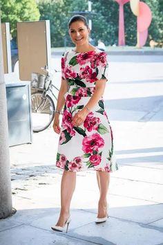 Mode - Mode idea & tips Fashion Looks, Beauty And Fashion, Royal Fashion, Princess Victoria Of Sweden, Crown Princess Victoria, Victoria Fashion, Victoria Style, Sweden Fashion, Royal Look