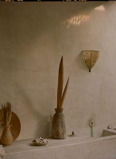 Photographer Philip Dixon Home Location: Venice Beach, Los Angeles, California Photographer: Justin Chung Moroccan Style Home Interior Design Home Interior, Decor Interior Design, Interior Styling, Interior Decorating, Dixon Homes, Japanese Minimalism, Design Blog, Design Design, Contemporary Apartment