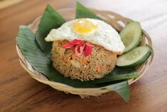 Nasi Goreng Rezept: Gebratener Reis aus Indonesien › Indojunkie Woks, Avocado Toast, Breakfast, Cooking Rice, Fried Rice, Fried Eggs, Rice Dishes, Food Menu, Indonesia