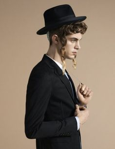 Viva! Moda's High Fashion Editorial Inspired By Orthodox Judaism (PHOTOS) | Global Grind