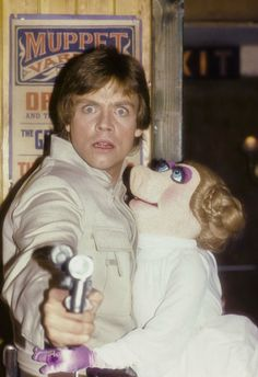 Mark Hamill and Miss Piggy Star Wars Star Wars Film, Star Wars Meme, Star Wars Cast, Star Trek, The Muppet Show, Star Wars Pictures, Photo Vintage, Star War 3, The Empire Strikes Back