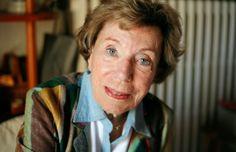 Benoîte Groult est chargée par Yvette Roudy, la ministre socialiste des droits de la femme, de présider la Commission de terminologie pour la féminisation des noms, et se heurte à l'opposition de l'Académie française qui la traite de <em>«précieuse ridicule»</em>.