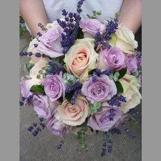 Rose clair, parme et lavande Purple Bouquets, Wedding Bouquets, Cute Wedding Ideas, My Flower, Rose, Dream Wedding, Chic Wedding, Flower Arrangements, Lilac