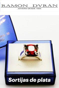 Sortija fabricada en plata de Ley, con una circonita tallada, color granate, cuadrada de 10 x 10 mm   Este anillo esta disponible en varias medidas, Packing, Phone, Rings, Color, Garnet, Jewel Box, Sterling Silver, Budget, Bag Packaging