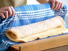 Biskuitrolle backen - 7 Tipps für perfekte Kuchen | LECKER