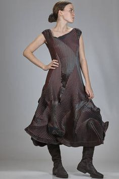 long 'sculpture' dress in polyester, triacetate and polyurethane steam-strech plissé - ISSEY MIYAKE