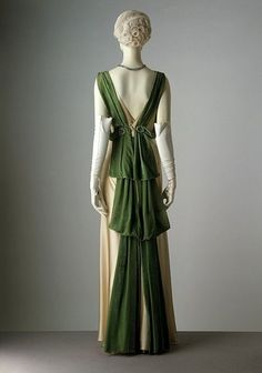 1933 Evening Gown Poiret. So very lovely. I have the gloves already. #Fashion #Vintage