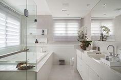 Banheiro da Suíte Master : Banheiros modernos por ANGELA MEZA ARQUITETURA & INTERIORES