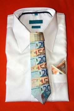 Money gift money tie Source by sinamaya Creative Gifts, Cool Gifts, Diy Gifts, Origami Money Flowers, Perfect Money, Birthday Design, Grandpa Gifts, Holidays And Events, Party Gifts