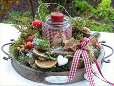 dieses Adventslicht brennt in einem Glas mit nostalgischem Bild....alles auf einem Holztablett mit Griffen......geschmückt von Tanne und allerlei Dekorativem... Holztablett,Glas mit...
