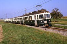 Trains Lausanne Echallens Bercher (Suisse)   Photo: Trams au…   Flickr Lausanne, Trains, Swiss Railways, Bahn, Around The Worlds, Lisbon, Automobile, Locomotive, Train
