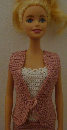 _**_...für die Barbie Ihrer kleinen Prinzessin._**_  Ein Set für Barbie, bestehend aus einem Kleid und einer Weste. Es wurde mit Sorgfalt und viel Liebe aus 100% Baumwolle gehäkelt. Das Kleid...