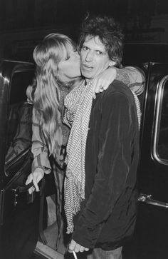 Real Life Couples We Love – Patti Hansen and Keith Richards Patti Hansen, Keith Richards, Rock N Roll, Famous Legends, Los Rolling Stones, Ronnie Wood, Stone World, Charlie Watts, Free People Blog