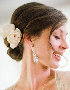 esküvői kontyok 2015, tarkókontyok - tarkókonty virágdísszel