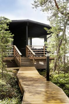 Modern Cabin Interior, Roofing Options, Summer Cabins, Cabins And Cottages, Cottage Design, Cabin Homes, Scandinavian Home, Cabins In The Woods, Cabin Interiors