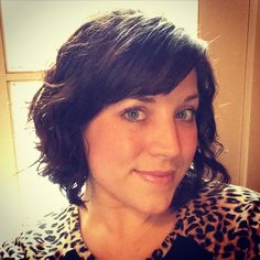 Natural curly hair bob with side swept bangs. Easy and quick hair for on the go mom!