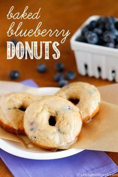 Blueberry Baked Donuts Baked Blueberry Donuts, Blueberry Recipes, Baked Donuts, Yummy Donuts, Blueberry Crumble, Donut Recipes, Brunch Recipes, Baking Recipes, Dessert Recipes
