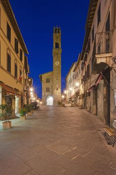 ✯ Palazzo Comunale at Dawn - Montalcino, Italy can't believe this is where we are staying. Serious ??