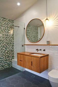 banheiro-com-pequenos-hexagonos-verdes-Kate Elmes