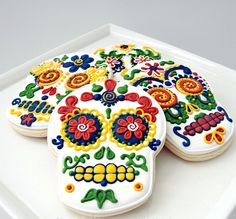 These beautifully decorated calavera cookies would be perfect favors at a Dia de los Muertos themed wedding.