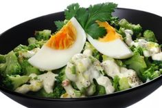 Broccoli with cottage cheese and garlic sauce: a low-calorie meal Bolet, Garlic Sauce, Low Calorie Recipes, Cottage Cheese, Ketchup, Potato Salad, Mashed Potatoes, Sushi, Diet