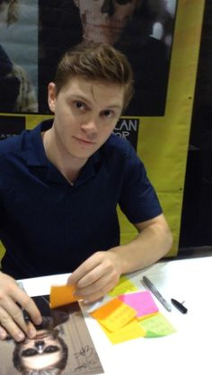Evan Peters comic con