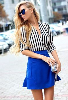 Adorable street style with stripes shirt and lovely skater skirt. She looks amazing in this street style outfit. Outfits Con Camisa, Summer Outfits, Cute Outfits, Casual Outfits, Blue Skirt Outfits, Blue Skirts, Amazing Outfits, Casual Attire, Dress Summer