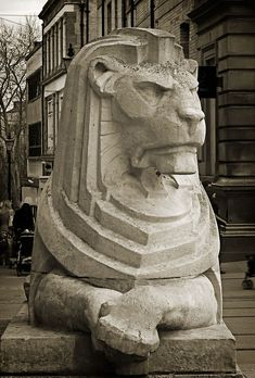 Art Deco lion - Nottingham, looking rather p. Architecture Art Nouveau, Architecture Design, Nottingham, Site Art, Statue Tattoo, Estilo Art Deco, Fu Dog, Architectural Sculpture, Art Deco Stil