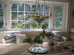 Gustavian chandelier in brass with bohemian crystals