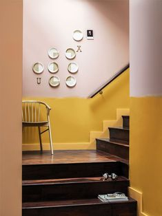 Plates and half-painted walls Hallway Colours, Wall Colors, Dulux Colour Chart, Ideas Actuales, Decor Ideas, Half Painted Walls, Ideal Home, Wall Design, Design Shop
