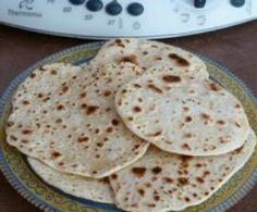 chapatis, petits pains indiens (utilisable en tortilla, wrap...)  Petits pains Indiens, les chapatis      150 g de farine de blé     70 g d'eau tiède     1/2 c. à café de sel     2 c. à café d'huile