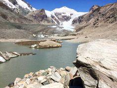 Самый брльшой ледник Австрии Пастерце (Pasterze). Размер ледника около 9 километров. Находится на высоте от 3463 до 2109 м.над уровнем моря. В 19 веке начался процесс его таяния, который, к сожалению, в наши дни только усилился. 🚘 Частные трансферы в Альпах. Путешествуйте с нами комфортно и безопасно🚘 alpinbus.ru 🚘 alpinbus.com 🚘 alpinbus.eu 🚘 Reliable transfers 🚘 River, Outdoor, Outdoors, Outdoor Games, Outdoor Living, Rivers
